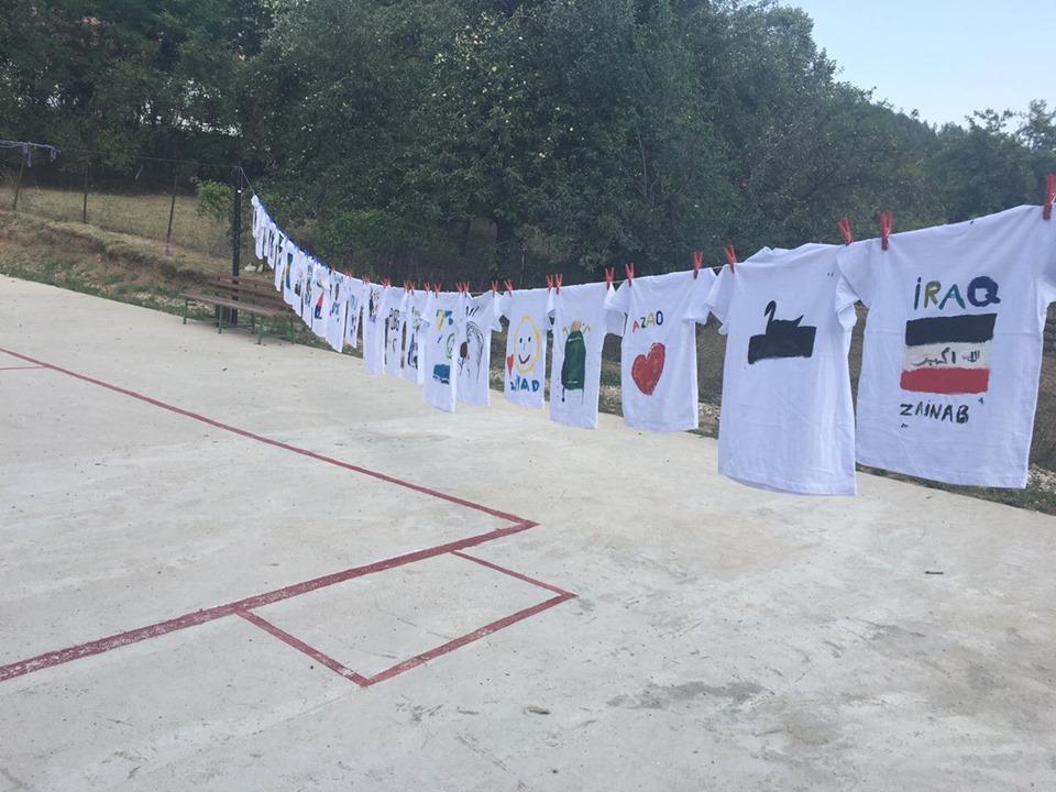 """Projekat """"Mi i oni smo zajedno"""": Oslikavanje majici"""
