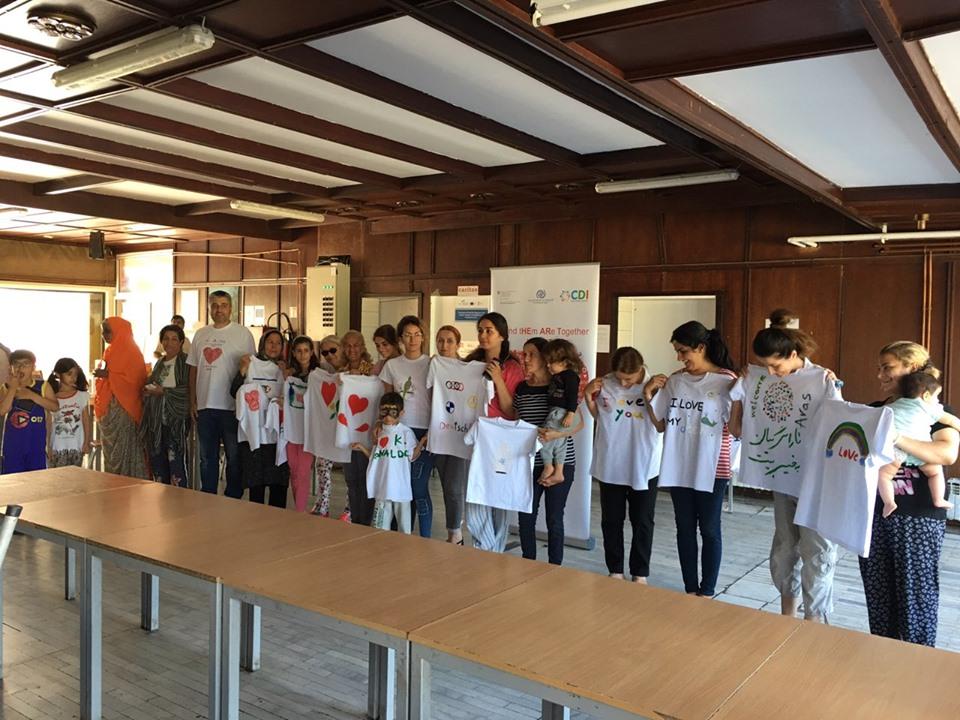 """Projekat """"Mi i oni smo zajedno"""": Oslikavanje majici – Prihvatni centar Vranje"""
