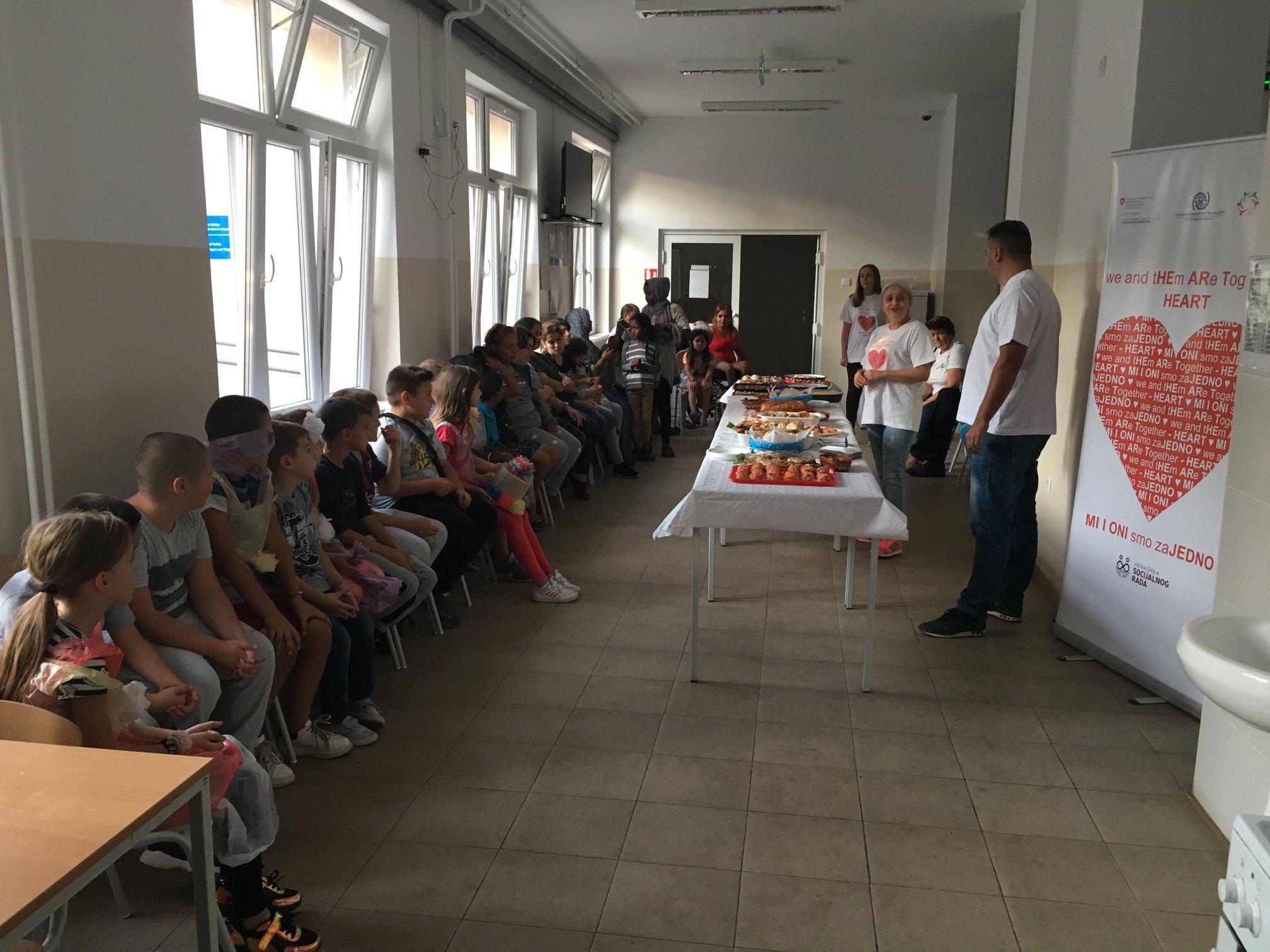 """Projektat """"Mi i oni smo zajedno"""": Decu u Prihvatnom centru u Bosilegradu, posetili drugari iz Osnovne škole """"Georgi Dimitrov"""""""