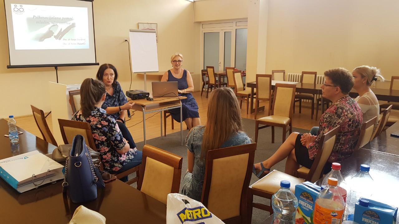 """Projekat """"Mi i oni smo zajedno"""": U Vranju održane obuke o mentalnom zdravlju i psihosocijalnoj zaštiti migranata"""