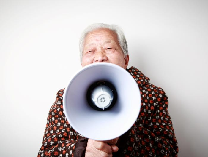 Da li nam se glas menja u starosti?